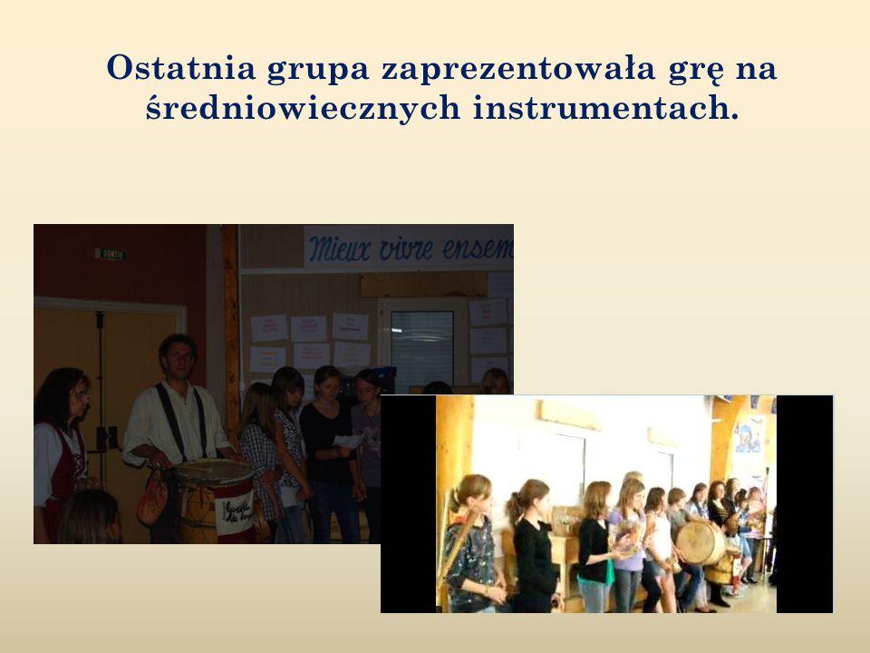 Ostatnia grupa zaprezentowała grę na średniowiecznych instrumentach.