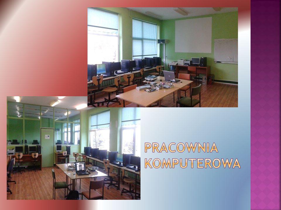  Odbywają się tam zajęcia informatyki  W niektóre dni możemy skorzystać z dodatkowych zajęć informatycznych  Rozwijamy tam swoje umiejętności i zainteresowania  Pracownią zajmuje się pan Arkadiusz Dobrosielski