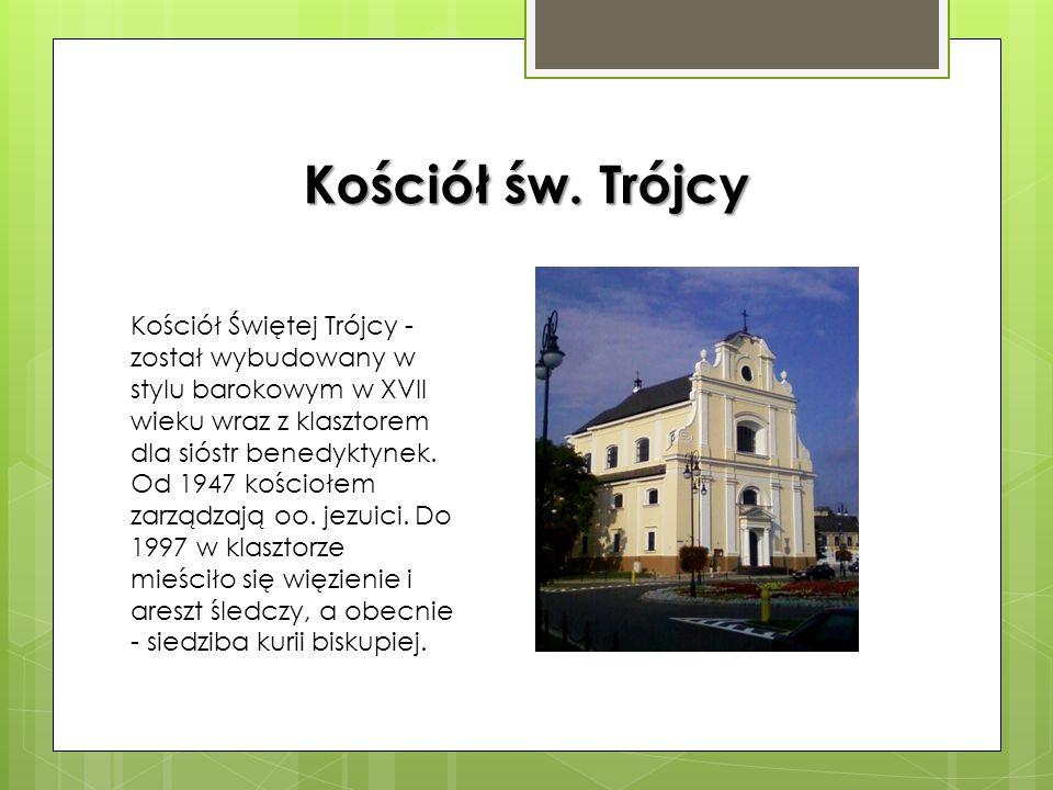 Dom Gąski i Esterki Dom Esterki to najprawdopodobniej kamienica z XV wieku wielokrotnie przebudowywana. Dom Gąski to kamienica z przełomu XVI i XVII w