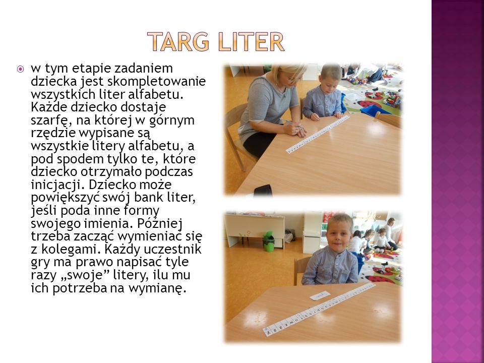  w tym etapie zadaniem dziecka jest skompletowanie wszystkich liter alfabetu. Każde dziecko dostaje szarfę, na której w górnym rzędzie wypisane są ws
