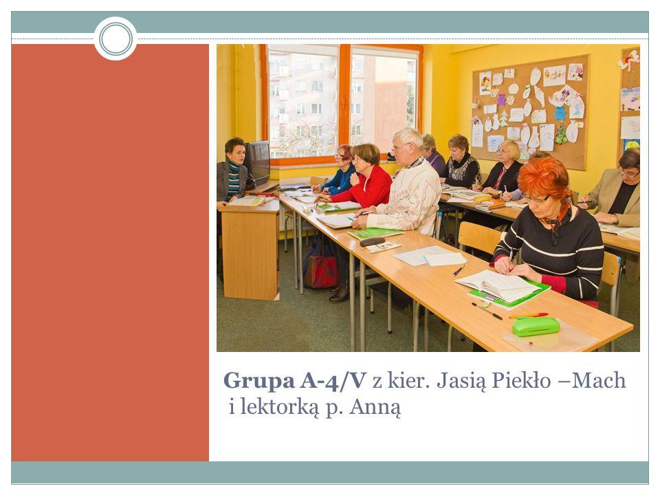 """Grupa A8/V z kier.Ewą Wójcik i z lektorem p. Pawłem """"Niektóre z nas są już w grupie piąty rok ."""