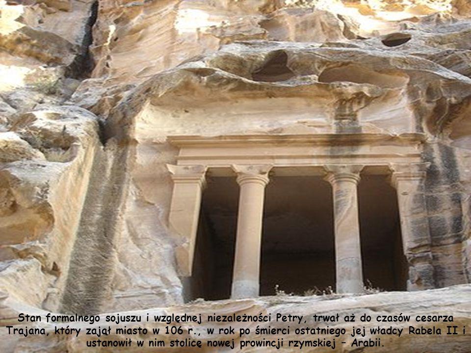 Czasy panowania Aretasa IV w Petrze określa się mianem złotego wieku budownictwa monumentalnego.( dominują wpływy grecko-rzymskie).