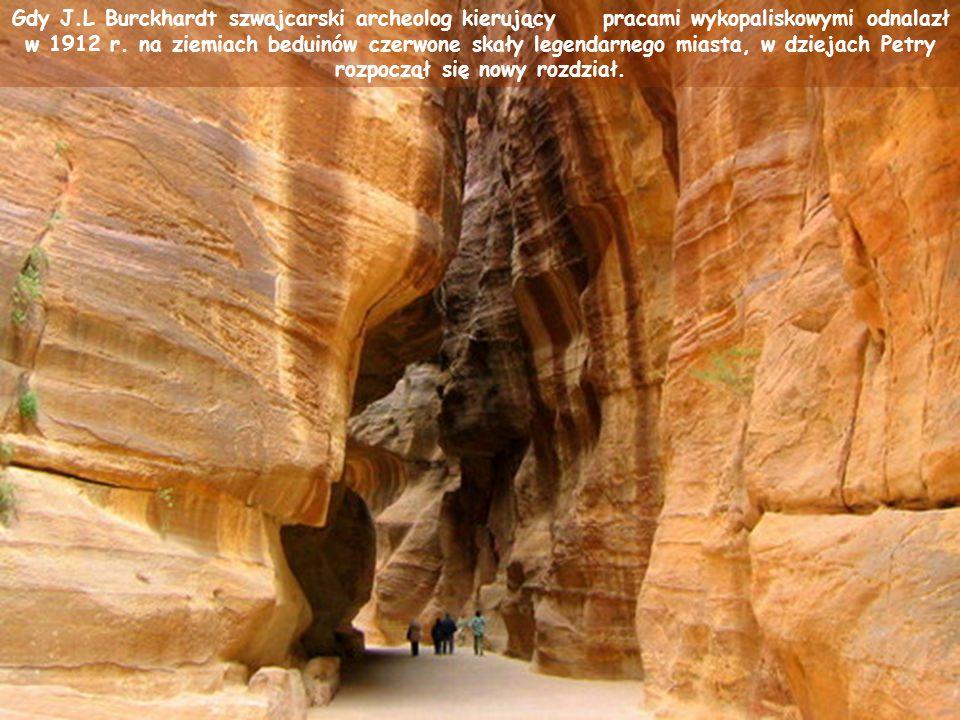 Pod panowaniem jednego z plemion arabskich, to zrujnowane dziś miasto stało się stolicą królestwa nabatejskiego. Jedyne w swoim rodzaju budowle skalne