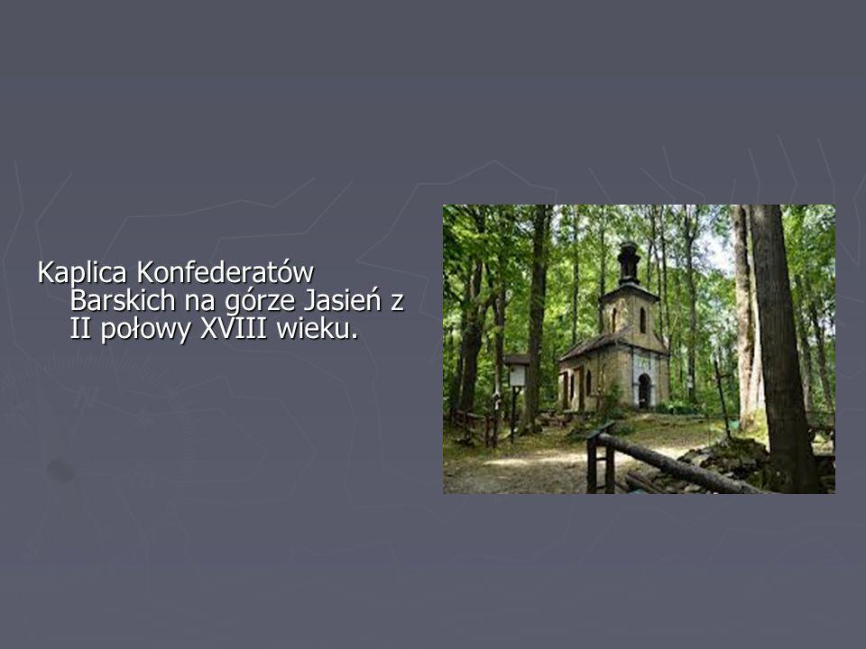 """Drewniana Karczma """"Rzym"""" z XVIII wieku znajdująca się na rynku."""