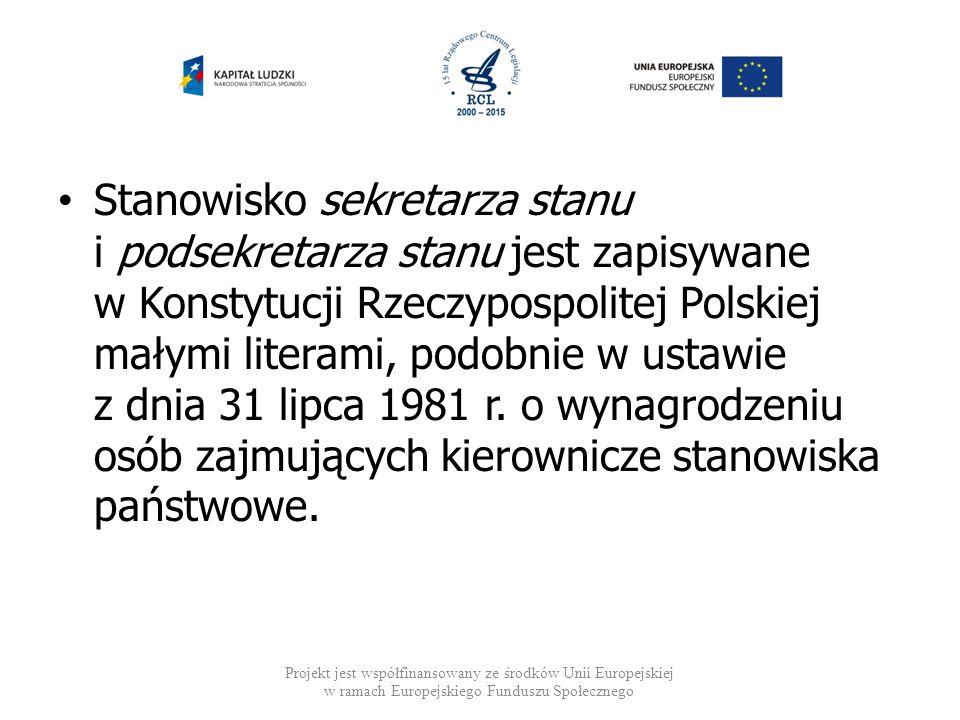 Stanowisko sekretarza stanu i podsekretarza stanu jest zapisywane w Konstytucji Rzeczypospolitej Polskiej małymi literami, podobnie w ustawie z dnia 3
