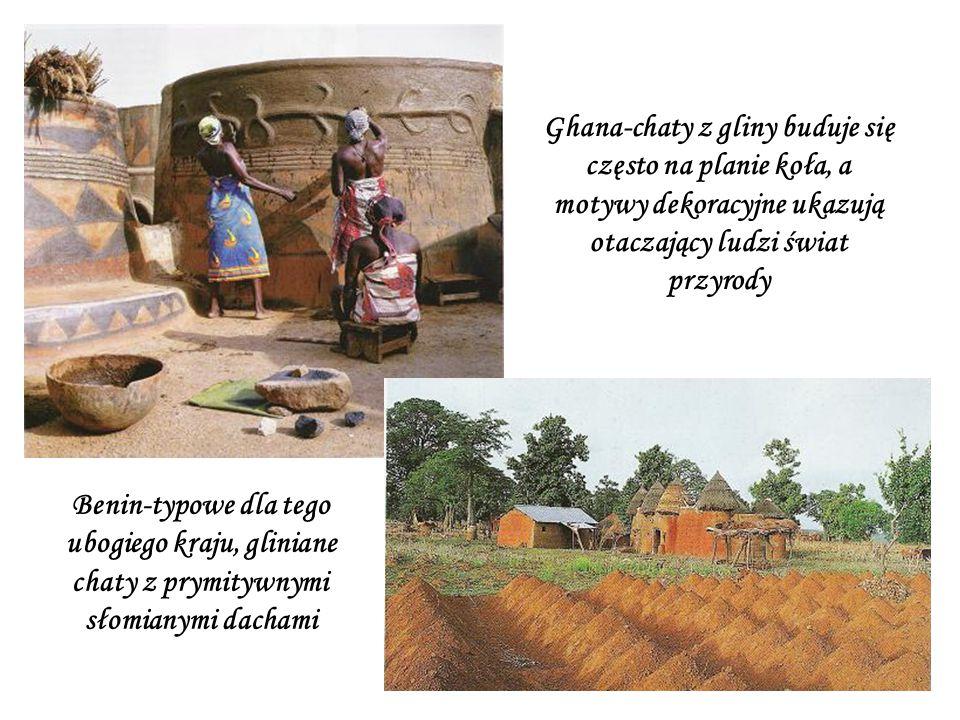 Ghana-chaty z gliny buduje się często na planie koła, a motywy dekoracyjne ukazują otaczający ludzi świat przyrody Benin-typowe dla tego ubogiego kraju, gliniane chaty z prymitywnymi słomianymi dachami