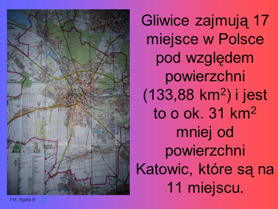 Gliwice zajmują 17 miejsce w Polsce pod względem powierzchni (133,88 km 2 ) i jest to o ok. 31 km 2 mniej od powierzchni Katowic, które są na 11 miejs