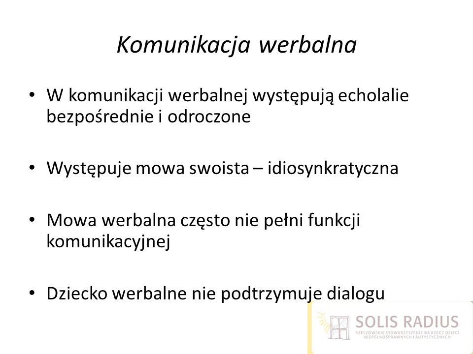 Komunikacja werbalna W komunikacji werbalnej występują echolalie bezpośrednie i odroczone Występuje mowa swoista – idiosynkratyczna Mowa werbalna częs
