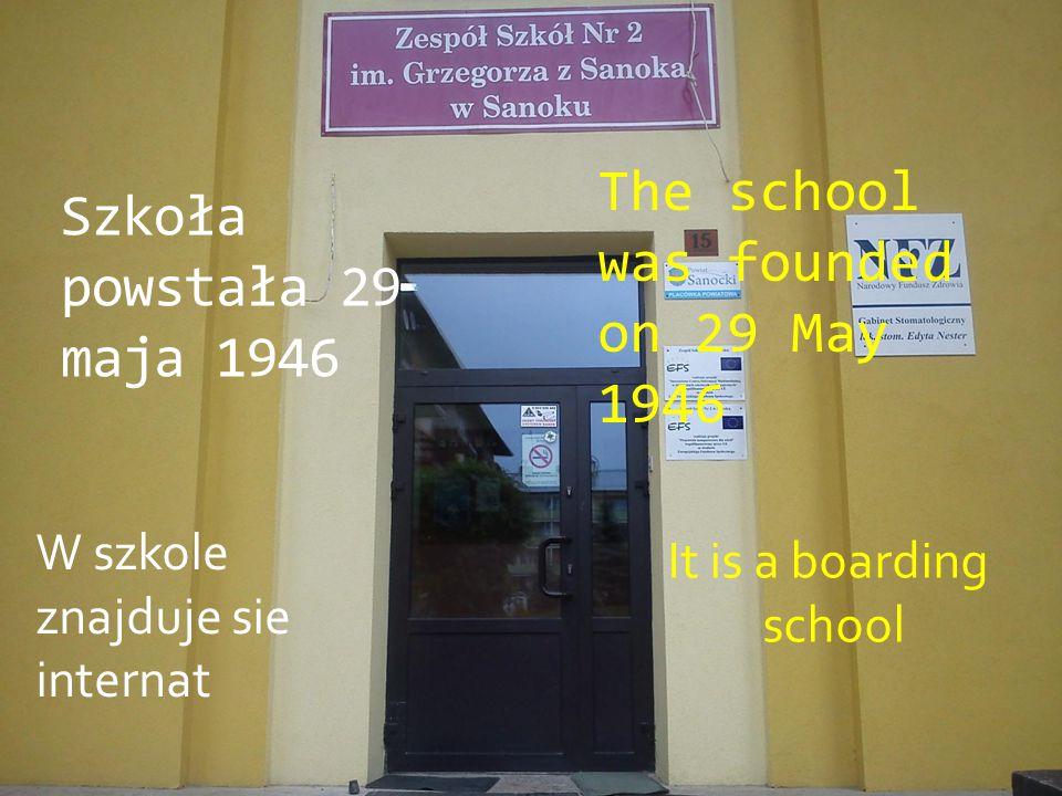 The school was founded on 29 May 1946 Szkoła powstała 29 maja 1946 W szkole znajduje sie internat It is a boarding school