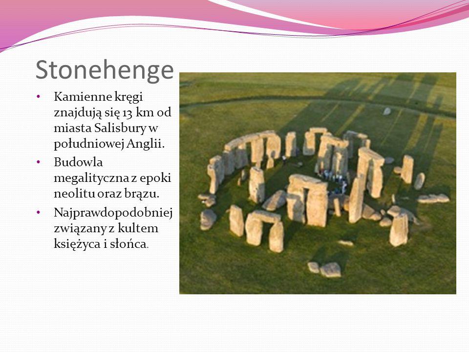 Stonehenge Kamienne kręgi znajdują się 13 km od miasta Salisbury w południowej Anglii.