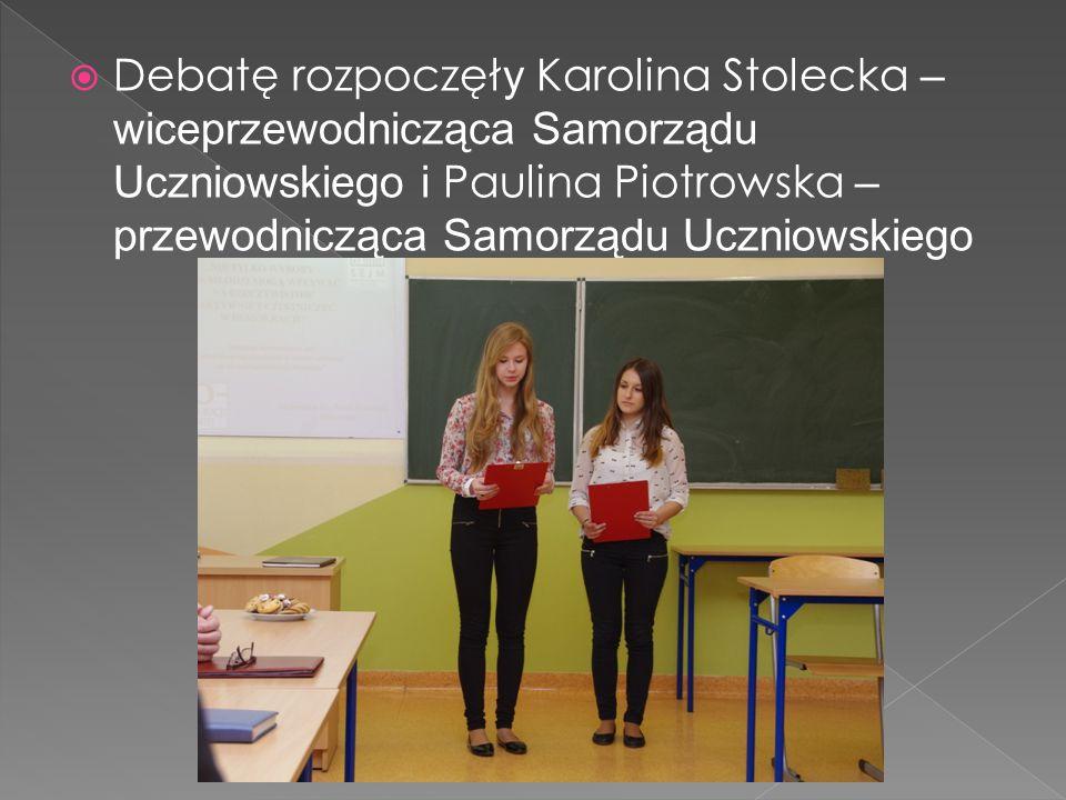  Debatę rozpoczęł y Karolina Stolecka – wiceprzewodnicząca Samorządu Uczniowskiego i Paulina Piotrowska – przewodnicząca Samorządu Uczniowskiego