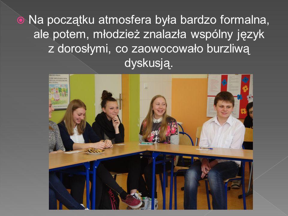  Na początku atmosfera była bardzo formalna, ale potem, młodzież znalazła wspólny język z dorosłymi, co zaowocowało burzliwą dyskusją.