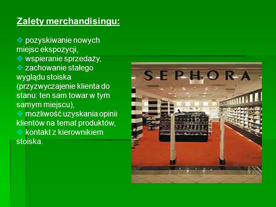 Zalety merchandisingu:  pozyskiwanie nowych miejsc ekspozycji,  wspieranie sprzedaży,  zachowanie stałego wyglądu stoiska (przyzwyczajenie klienta
