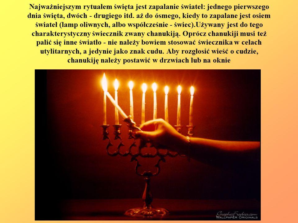 Najważniejszym rytuałem święta jest zapalanie świateł: jednego pierwszego dnia święta, dwóch - drugiego itd. aż do ósmego, kiedy to zapalane jest osie