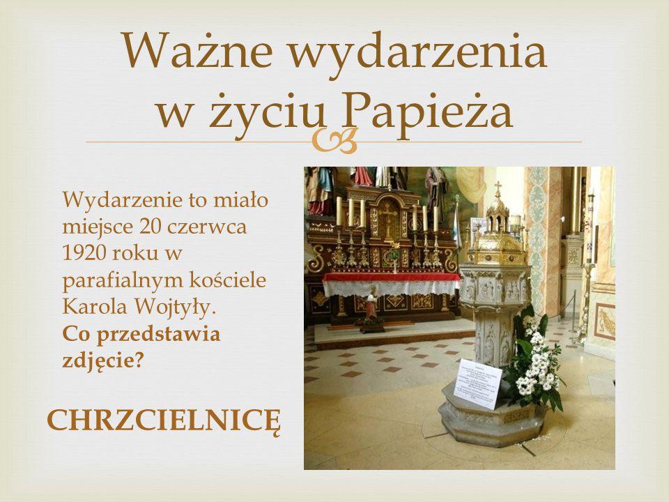  Wydarzenie to miało miejsce 20 czerwca 1920 roku w parafialnym kościele Karola Wojtyły. Co przedstawia zdjęcie? CHRZCIELNICĘ
