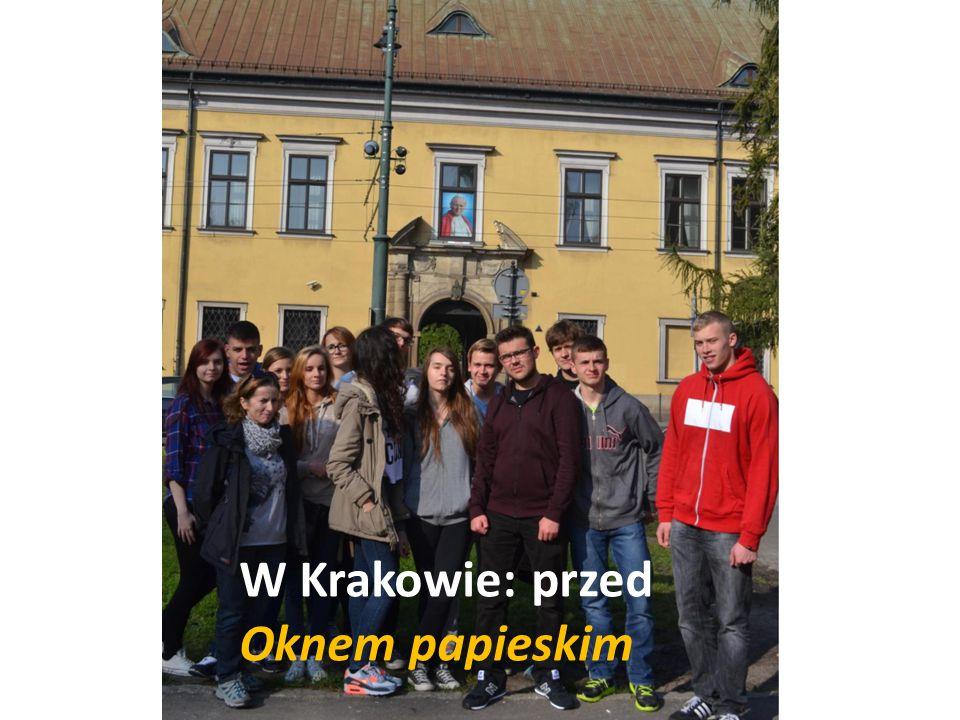 W Krakowie: przed Oknem papieskim