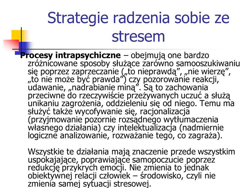 Strategie radzenia sobie ze stresem Procesy intrapsychiczne – obejmują one bardzo zróżnicowane sposoby służące zarówno samooszukiwaniu się poprzez zap