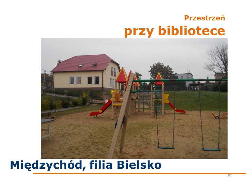 Przestrzeń przy bibliotece 30 Międzychód, filia Bielsko