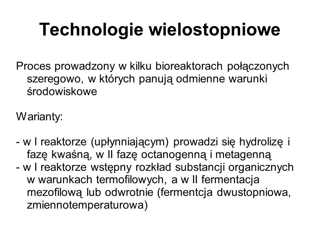 Technologie wielostopniowe Proces prowadzony w kilku bioreaktorach połączonych szeregowo, w których panują odmienne warunki środowiskowe Warianty: - w I reaktorze (upłynniającym) prowadzi się hydrolizę i fazę kwaśną, w II fazę octanogenną i metagenną - w I reaktorze wstępny rozkład substancji organicznych w warunkach termofilowych, a w II fermentacja mezofilową lub odwrotnie (fermentcja dwustopniowa, zmiennotemperaturowa)