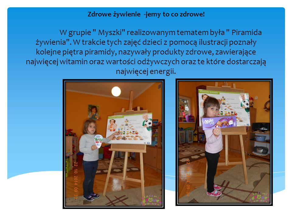 Również podczas tych ciekawych zajęć dzieci miały okazje do aktywnego tworzenia piramidy, uczestniczyły w zabawach ruchowych, w których musiały odpowiednio się dopasować i pogrupować, z chęcią poznawały nazwy różnych produktów, warzyw, owoców, kolorowały obrazki z poznanymi