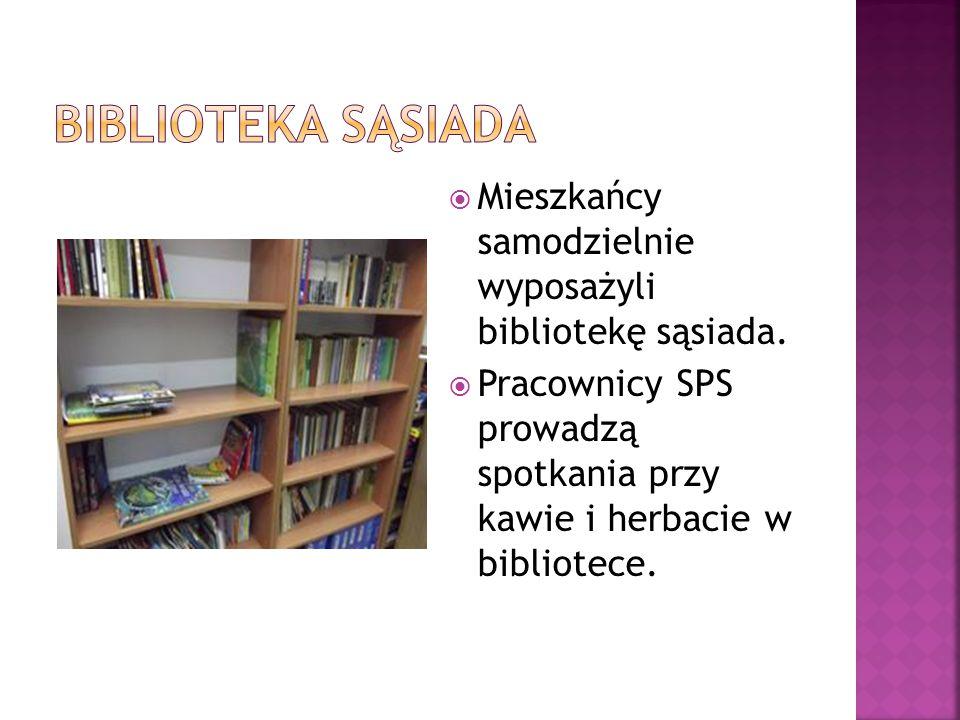  Mieszkańcy samodzielnie wyposażyli bibliotekę sąsiada.  Pracownicy SPS prowadzą spotkania przy kawie i herbacie w bibliotece.
