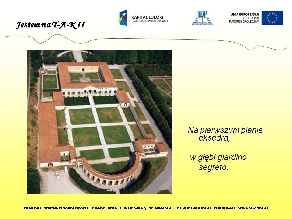Na pierwszym planie eksedra, w głębi giardino segreto.