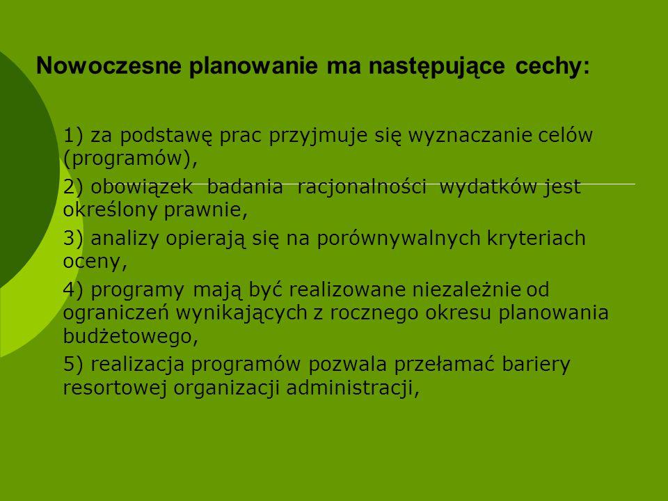 Nowoczesne planowanie ma następujące cechy: 1) za podstawę prac przyjmuje się wyznaczanie celów (programów), 2) obowiązek badania racjonalności wydatk