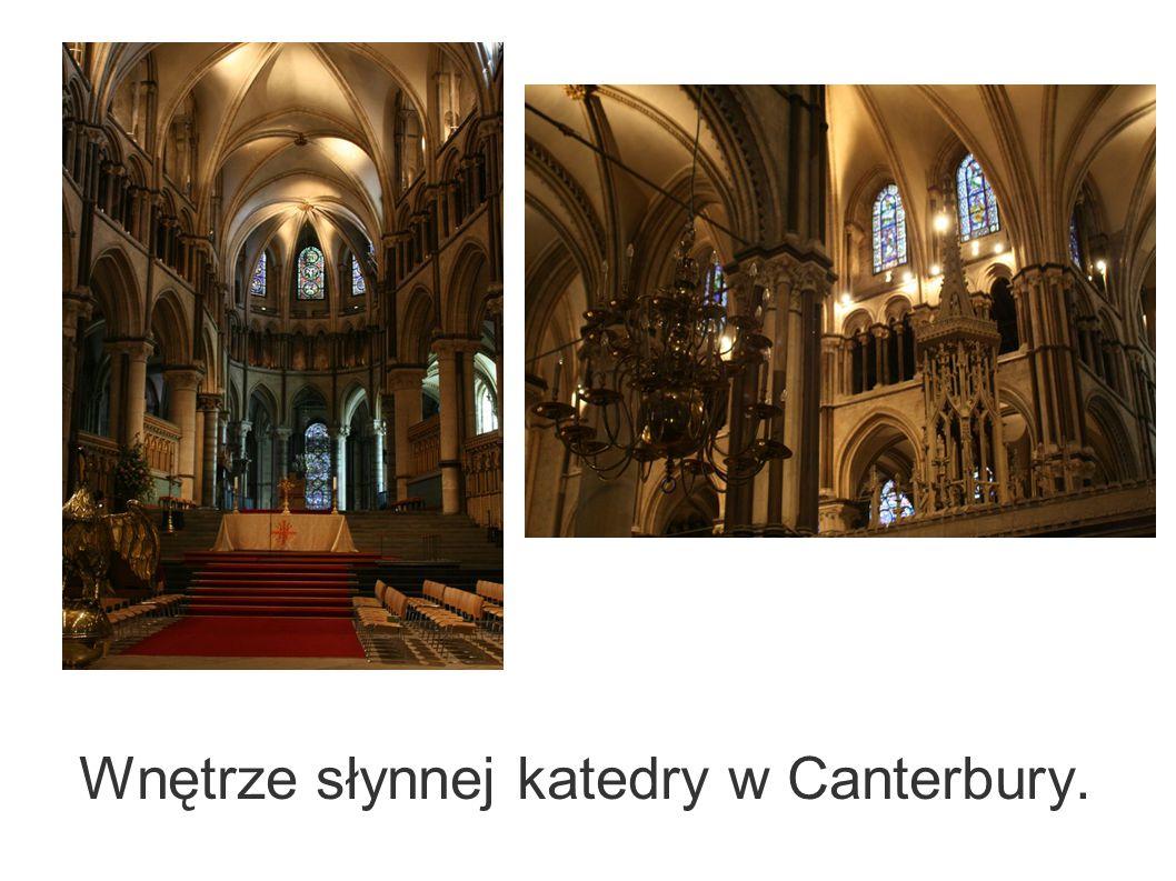 Wnętrze słynnej katedry w Canterbury.