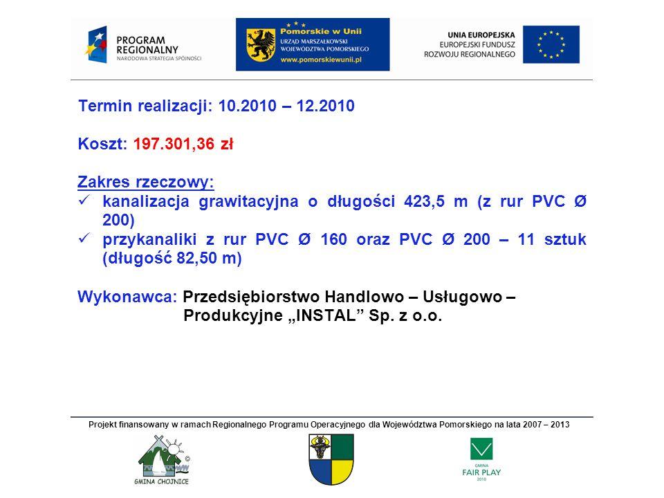 """Termin realizacji: 10.2010 – 12.2010 Koszt: 197.301,36 zł Zakres rzeczowy: kanalizacja grawitacyjna o długości 423,5 m (z rur PVC Ø 200) przykanaliki z rur PVC Ø 160 oraz PVC Ø 200 – 11 sztuk (długość 82,50 m) Wykonawca: Przedsiębiorstwo Handlowo – Usługowo – Produkcyjne """"INSTAL Sp."""