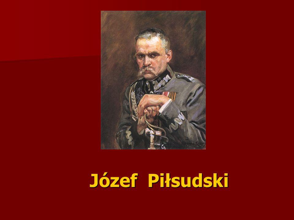   Ojciec (Józef Wincenty Piłsudski) był komisarzem powstania styczniowego na Żmudzi, zaś matka (Maria z Billewiczów) wywodziła się ze znakomitego rodu litewsko-polskiego.