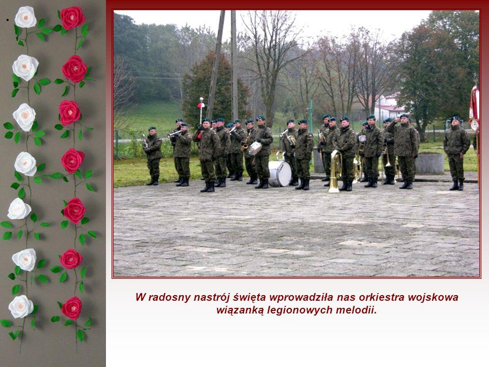 Na uroczystość przybyli zaproszeni goście: przedstawiciele lokalnych władz, ks.