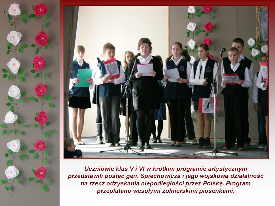 . Uczniowie klas V i VI w krótkim programie artystycznym przedstawili postać gen. Spiechowicza i jego wojskową działalność na rzecz odzyskania niepodl