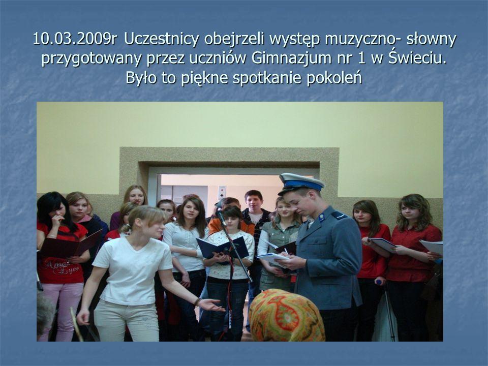 10.03.2009r Uczestnicy obejrzeli występ muzyczno- słowny przygotowany przez uczniów Gimnazjum nr 1 w Świeciu. Było to piękne spotkanie pokoleń