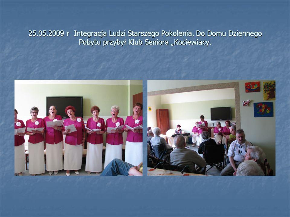 """25.05.2009 r Integracja Ludzi Starszego Pokolenia. Do Domu Dziennego Pobytu przybył Klub Seniora """"Kociewiacy."""