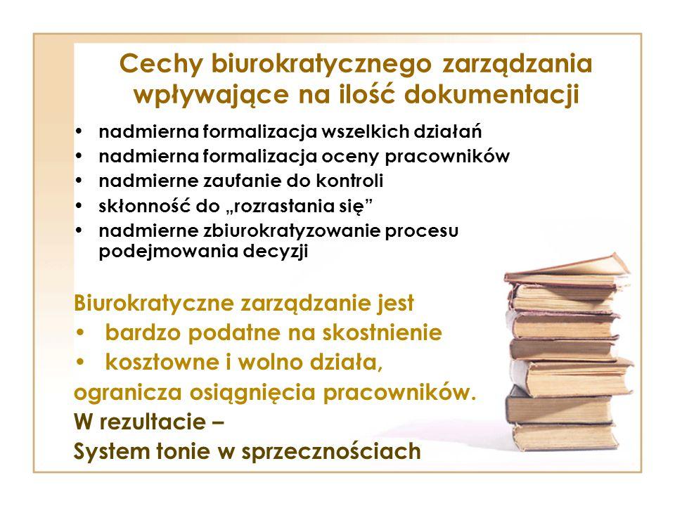 """Cechy biurokratycznego zarządzania wpływające na ilość dokumentacji nadmierna formalizacja wszelkich działań nadmierna formalizacja oceny pracowników nadmierne zaufanie do kontroli skłonność do """"rozrastania się nadmierne zbiurokratyzowanie procesu podejmowania decyzji Biurokratyczne zarządzanie jest bardzo podatne na skostnienie kosztowne i wolno działa, ogranicza osiągnięcia pracowników."""