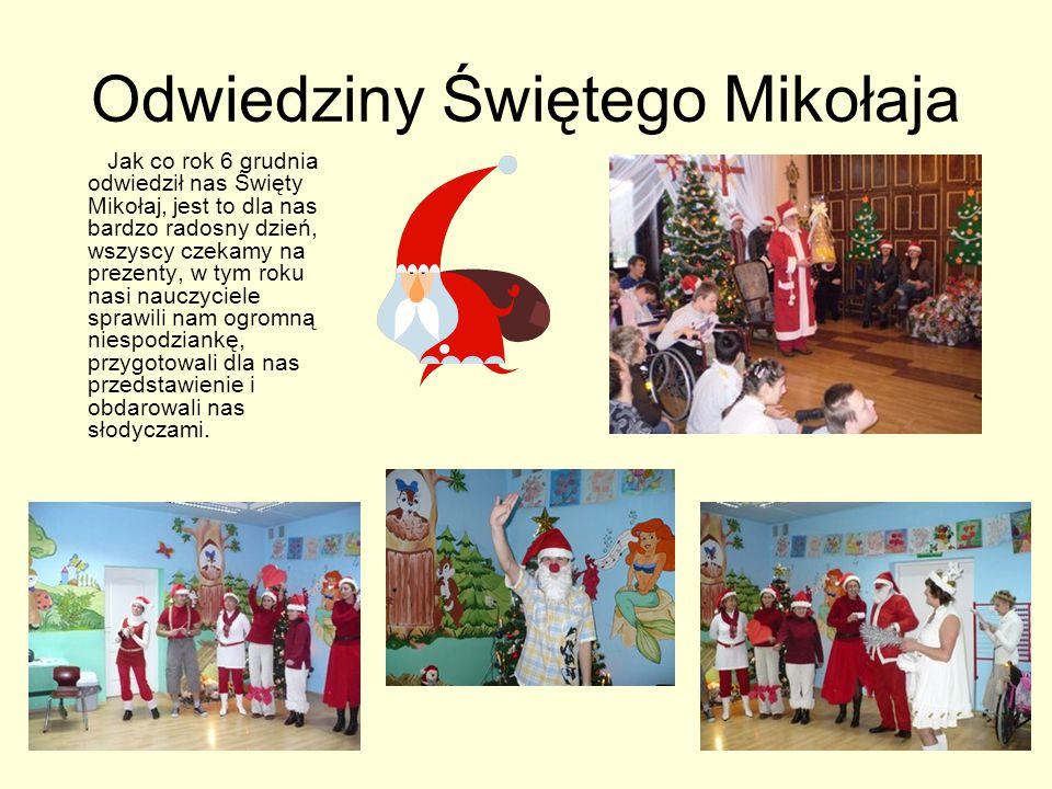 Odwiedziny Świętego Mikołaja Jak co rok 6 grudnia odwiedził nas Święty Mikołaj, jest to dla nas bardzo radosny dzień, wszyscy czekamy na prezenty, w tym roku nasi nauczyciele sprawili nam ogromną niespodziankę, przygotowali dla nas przedstawienie i obdarowali nas słodyczami.