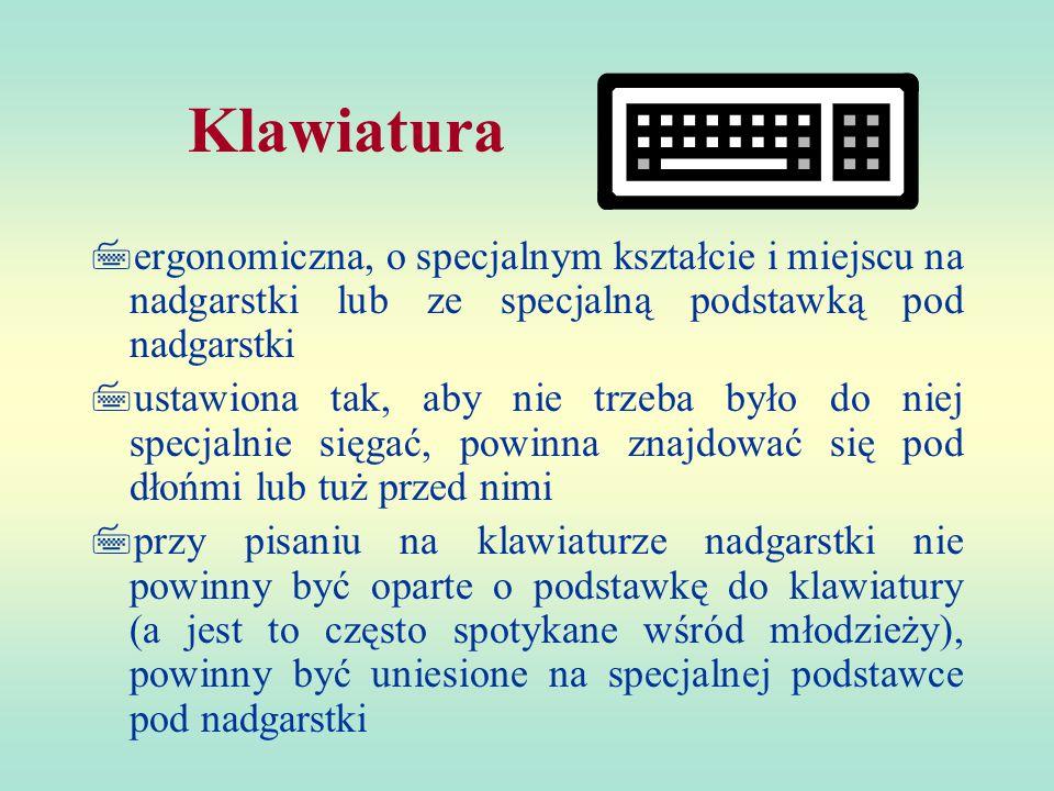 Klawiatura  ergonomiczna, o specjalnym kształcie i miejscu na nadgarstki lub ze specjalną podstawką pod nadgarstki  ustawiona tak, aby nie trzeba było do niej specjalnie sięgać, powinna znajdować się pod dłońmi lub tuż przed nimi  przy pisaniu na klawiaturze nadgarstki nie powinny być oparte o podstawkę do klawiatury (a jest to często spotykane wśród młodzieży), powinny być uniesione na specjalnej podstawce pod nadgarstki