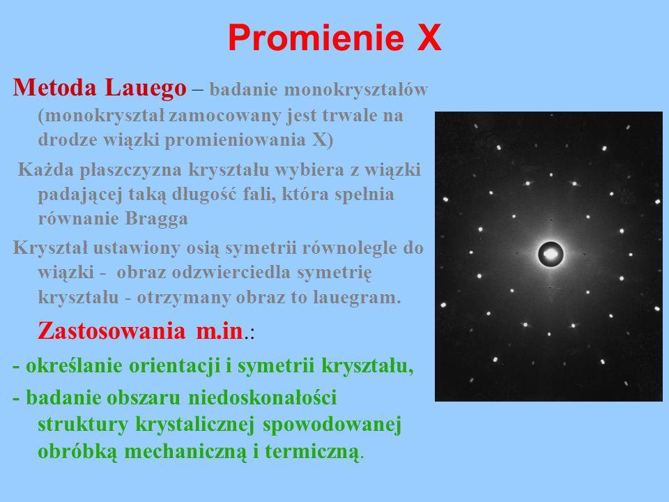 Promienie X Metoda Lauego – badanie monokryształów (monokryształ zamocowany jest trwale na drodze wiązki promieniowania X) Każda płaszczyzna kryształu
