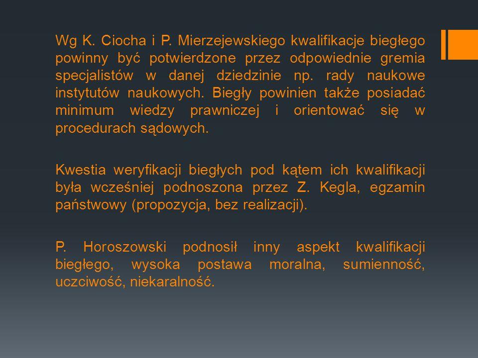 Wg K. Ciocha i P. Mierzejewskiego kwalifikacje biegłego powinny być potwierdzone przez odpowiednie gremia specjalistów w danej dziedzinie np. rady nau