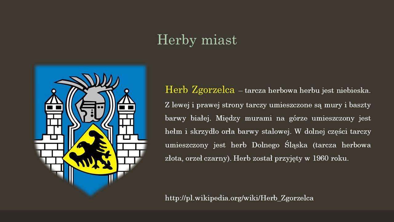 Herby miast Herb Zgorzelca – tarcza herbowa herbu jest niebieska. Z lewej i prawej strony tarczy umieszczone są mury i baszty barwy białej. Między mur