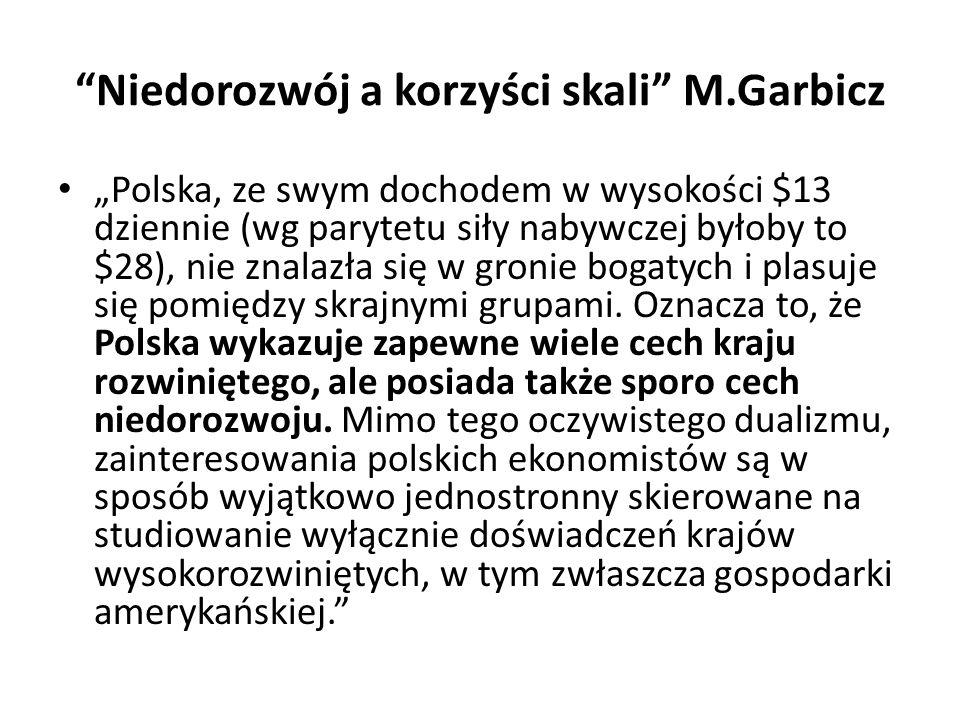 """""""Niedorozwój a korzyści skali"""" M.Garbicz """"Polska, ze swym dochodem w wysokości $13 dziennie (wg parytetu siły nabywczej byłoby to $28), nie znalazła s"""