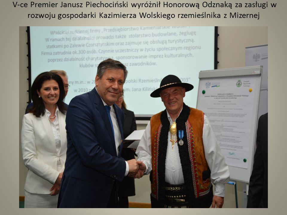 V-ce Premier Janusz Piechociński wyróżnił Honorową Odznaką za zasługi w rozwoju gospodarki Kazimierza Wolskiego rzemieślnika z Mizernej