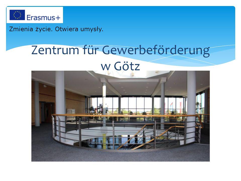 Uczniowie Technikum Mechanizacji Rolnictwa w trakcie praktyk w Götz Zmienia życie. Otwiera umysły.
