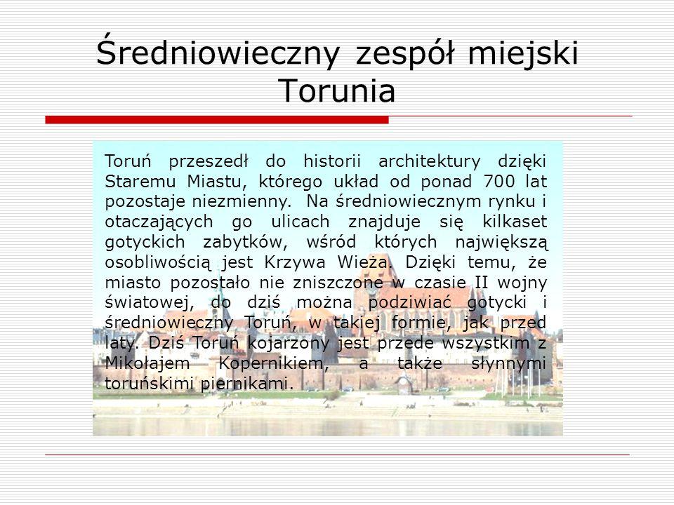 Toruń przeszedł do historii architektury dzięki Staremu Miastu, którego układ od ponad 700 lat pozostaje niezmienny. Na średniowiecznym rynku i otacza