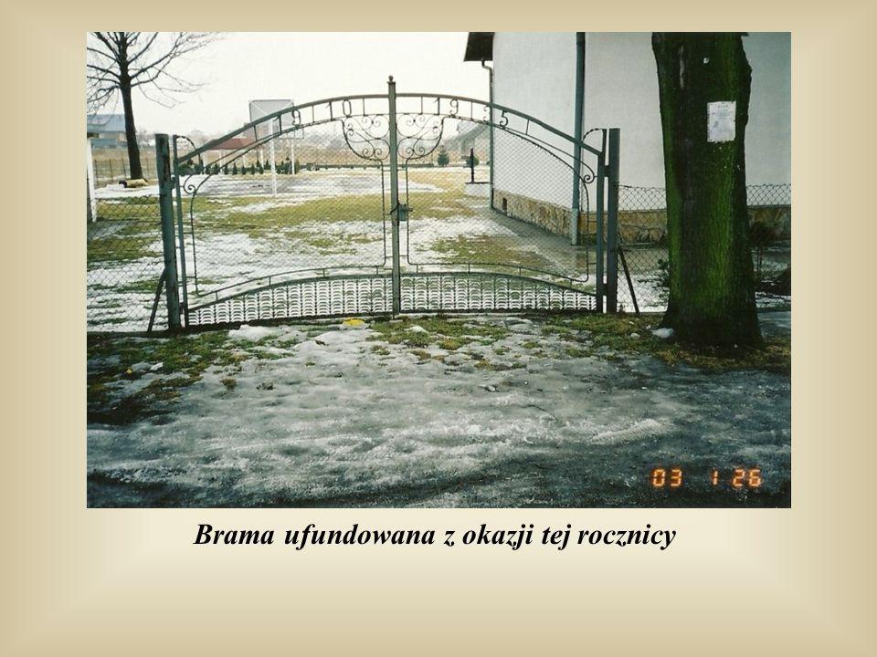 Brama ufundowana z okazji tej rocznicy