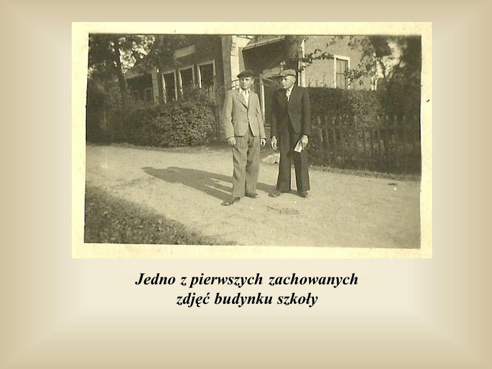 Jedno z pierwszych zachowanych zdjęć budynku szkoły