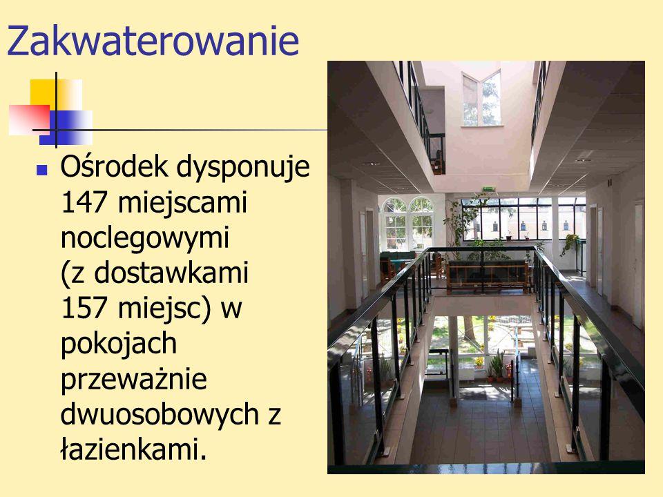 Zakwaterowanie Ośrodek dysponuje 147 miejscami noclegowymi (z dostawkami 157 miejsc) w pokojach przeważnie dwuosobowych z łazienkami.