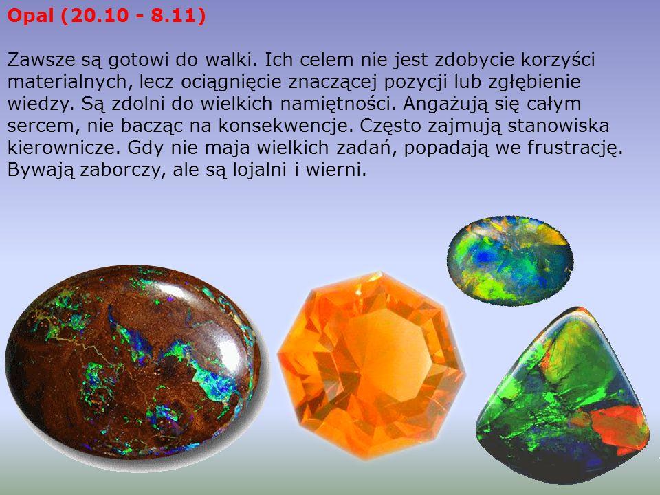 Od dawien dawna lapis - lazuryt uznawany jest za kamień magiczny i lekarski. W starych arabskich przekazach zalecano, by wodą, w której moczył się kaw
