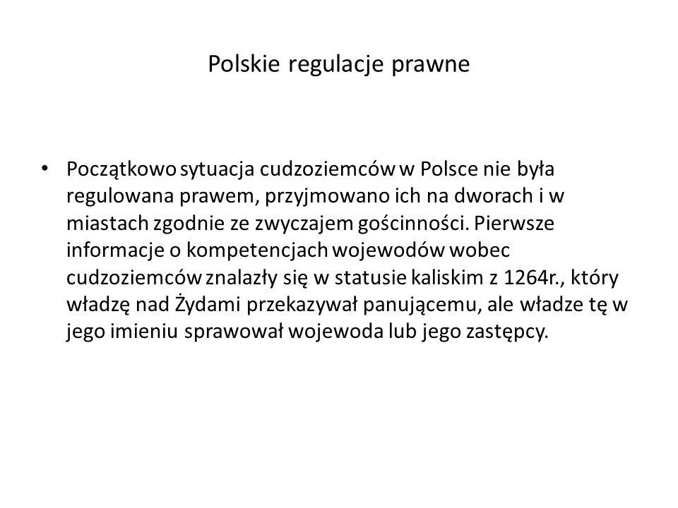 Polskie regulacje prawne Początkowo sytuacja cudzoziemców w Polsce nie była regulowana prawem, przyjmowano ich na dworach i w miastach zgodnie ze zwyczajem gościnności.