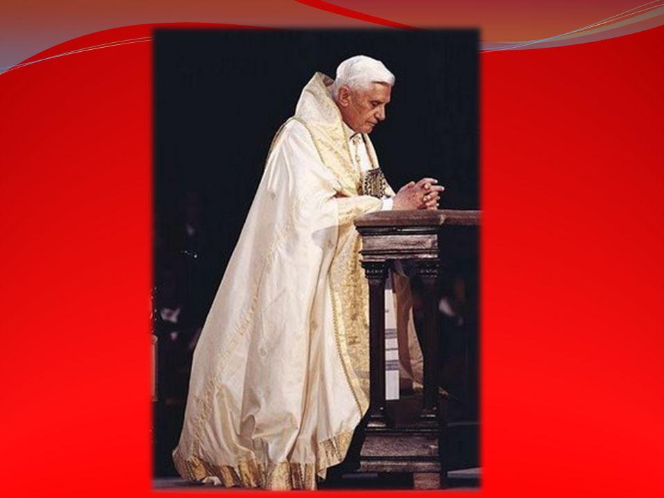 Przyklęknięcie (na prawe kolano) obowiązuje: Przed Najśw. Sakramentem (zarówno zamkniętym w tabernakulum, jak i wystawionym do adoracji) oraz przed kr